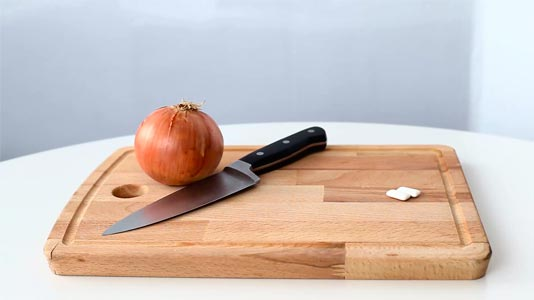 Can chewing gum stop you crying when cutting onions?